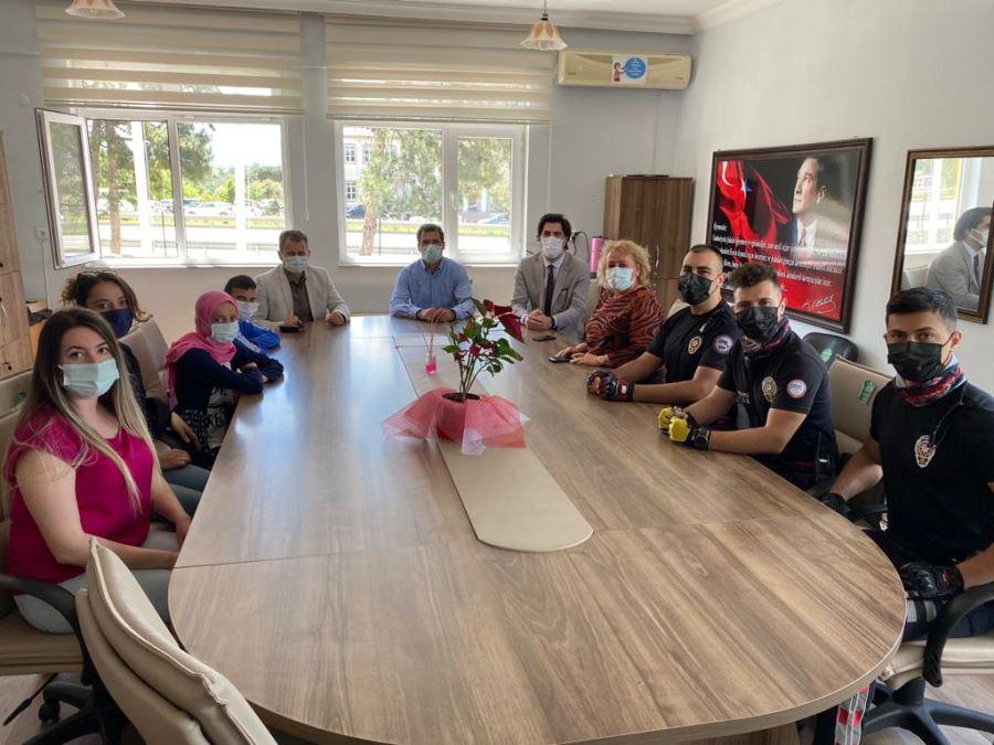 Biga İlçe Emniyet Müdürü Özkan Özel Eğitim Öğrencilerinin Davetini Kırmayıp Ziyarete Gitti