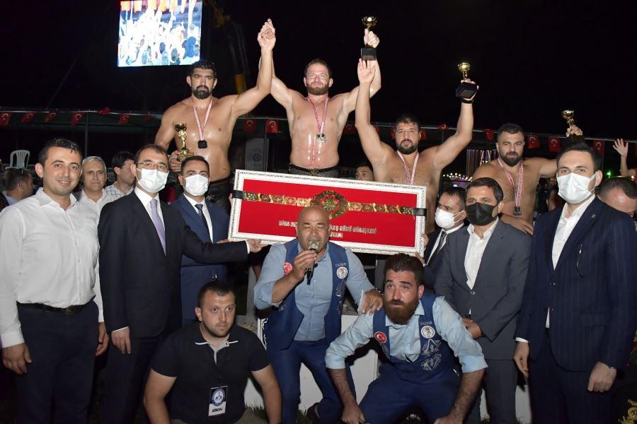 Biga Kurtuluş Güreşlerinde Başpehlivan İsmail Balaban Oldu